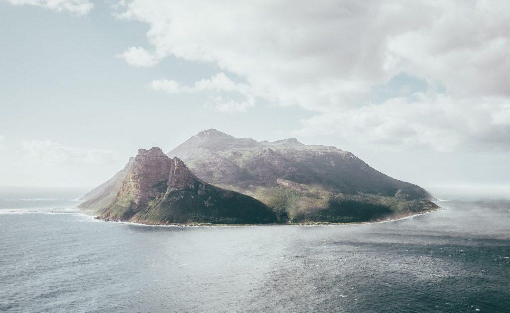 une île deserte où survivre semble complexe