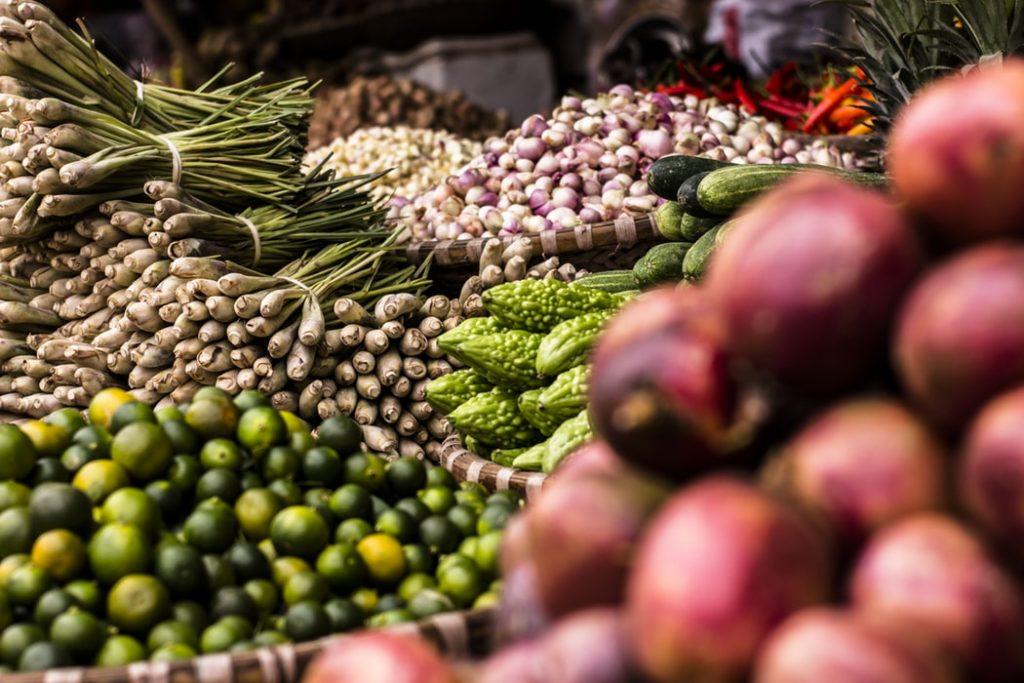 Fruits & légumes sur une étale de marché